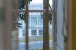 Blick aus einem Fenster eines Pavillons auf der Baumgartner Höhe